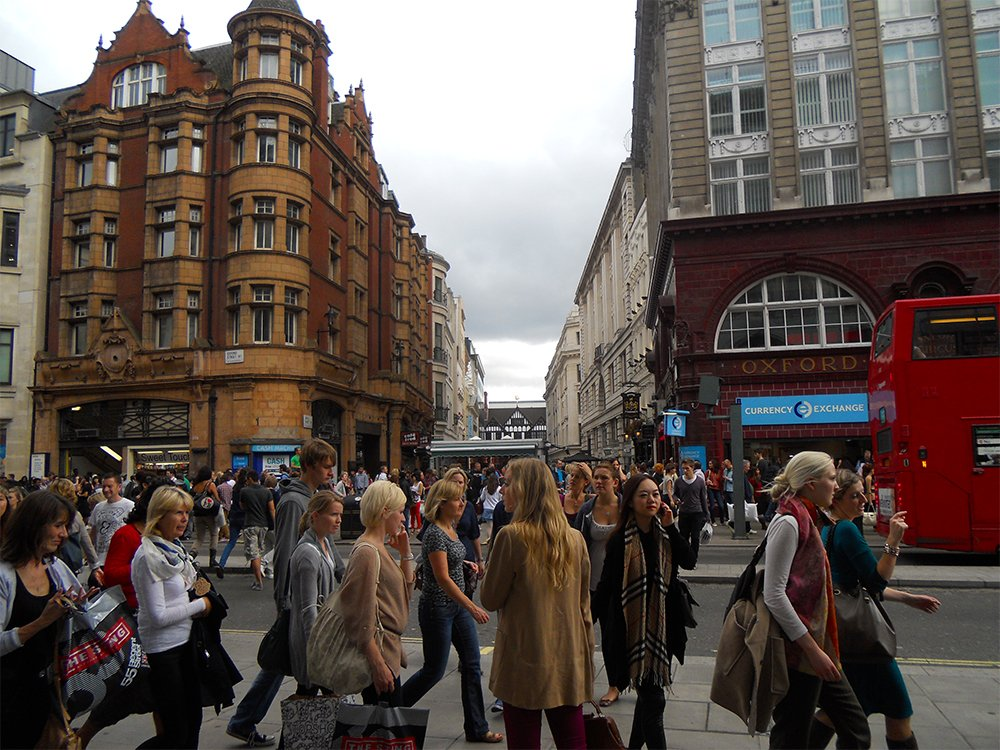 Oxford street   London for free: places to visit and things to do