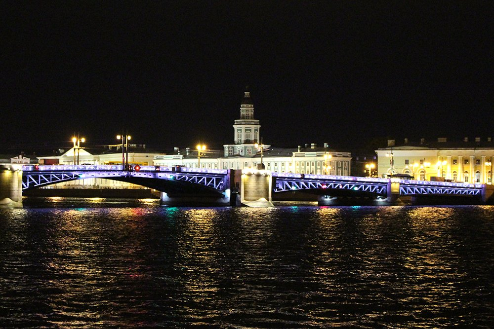 More than 20 things to do and places to see in St Petersburg | Palace Bridge