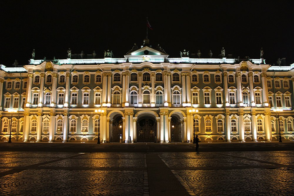 Travel tips for St. Petersburg, Russia | Hermitage at night