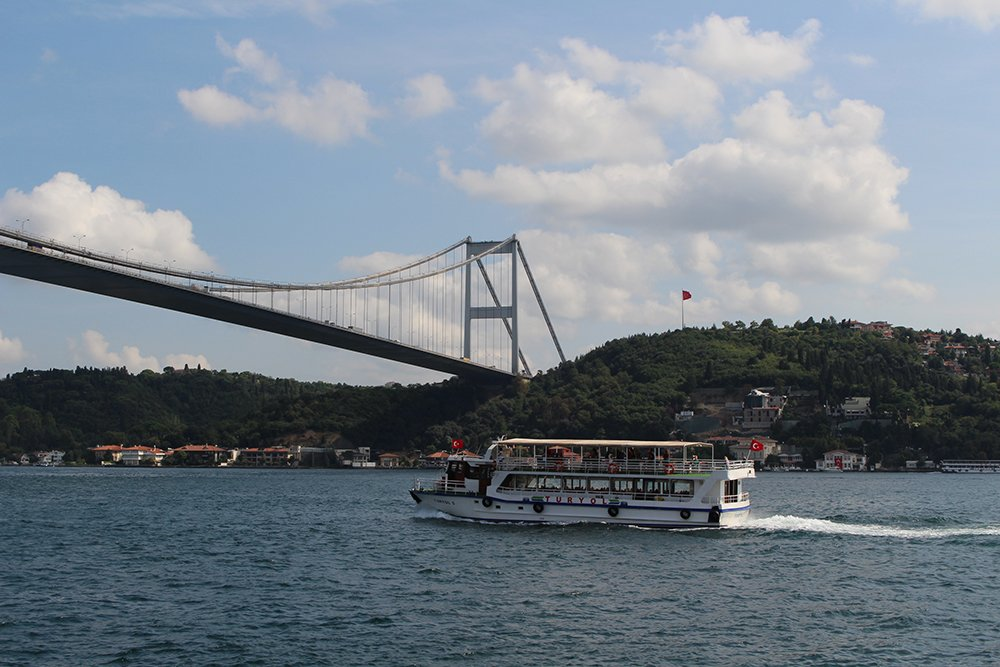 Things to do during a short layover in Istanbul, Turkey | Bosphorus
