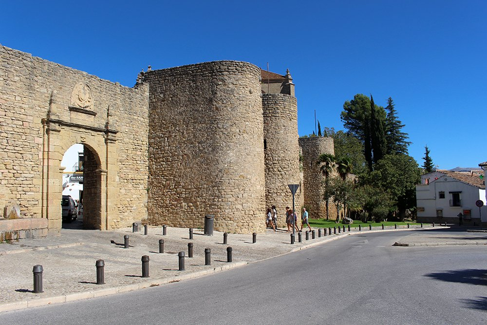3 weeks of solo travel in Spain, Part 5: 1 day trip to Ronda | Gates of Almocabar