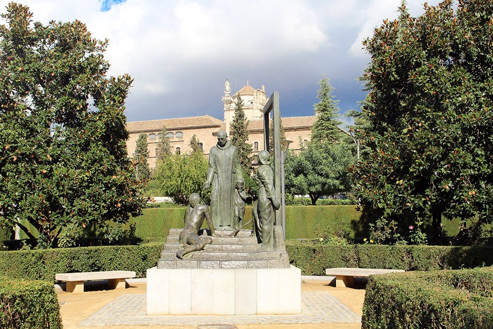 3 Weeks of Solo Travel in Spain, Part 3: things to do in Granada | Jardines del Triunfo