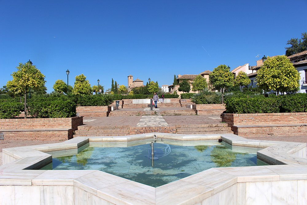3 Weeks of Solo Travel in Spain, Part 3: things to do in Granada | Placeta Cristo Azucenas