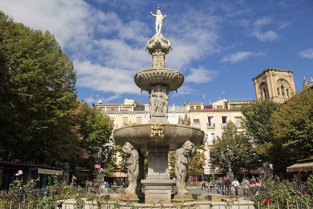 3 Weeks of Solo Travel in Spain, Part 3: things to do in Granada | Plaza de Bib-Rambla