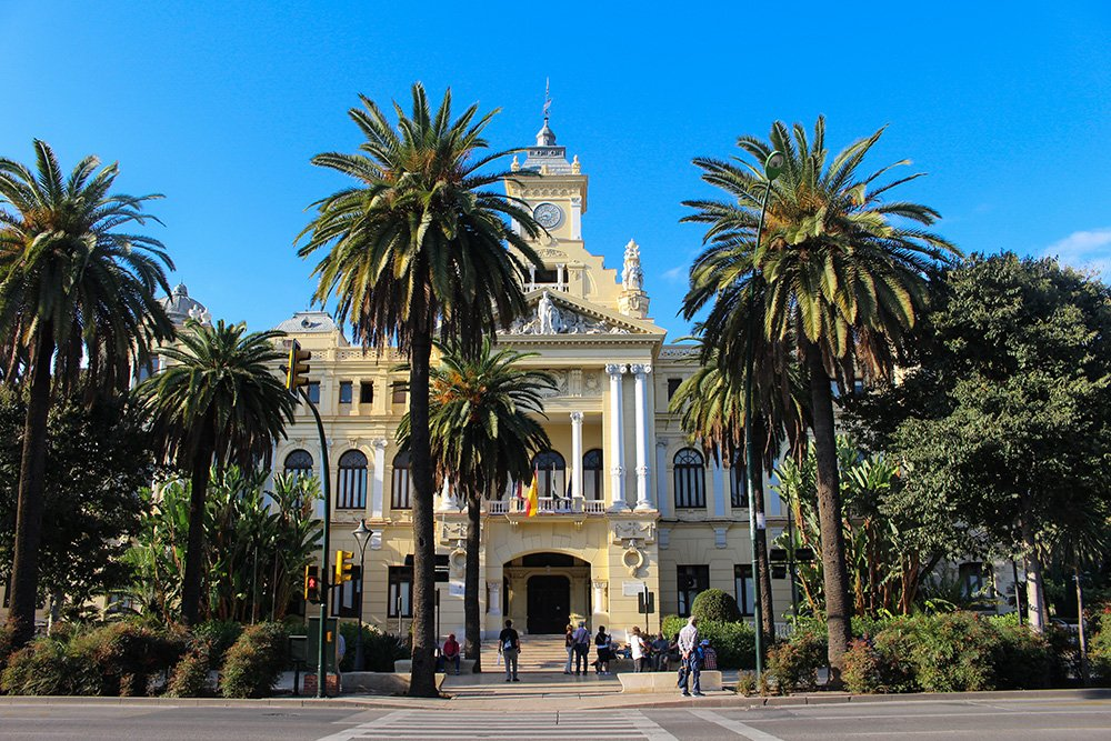 3 Weeks of Solo Travel in Spain: What to do in Malaga | City hall in the park
