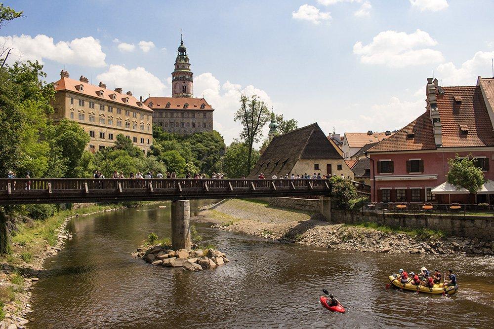 A day trip from Prague to Cesky Krumlov Castle | Kayaking the Vltava River