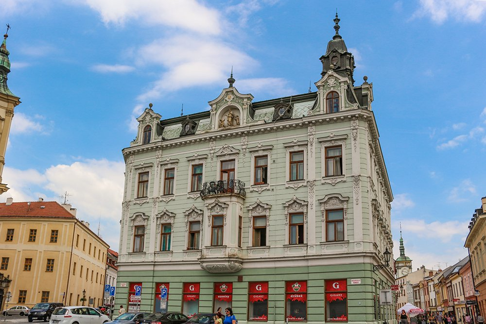 Czech Republic: Visiting Kromeriz Castle and Gardens from Brno | A building on the way to the Flower Garden