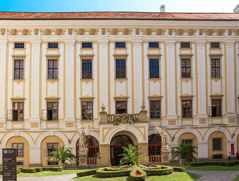 Czech Republic: Visiting Kromeriz Castle and Gardens from Brno | Main entrance to Kromeriz Castle