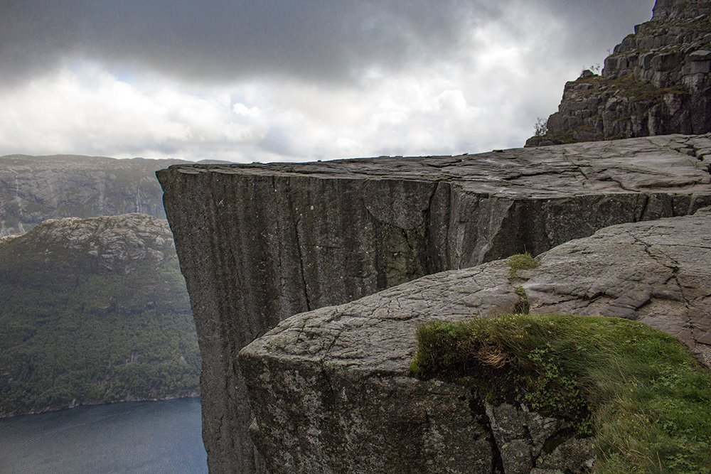 Preikestolen hike   Preikestolen cliff
