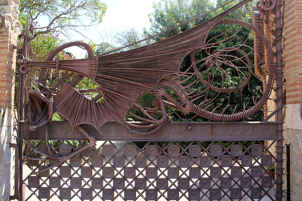 Things to do in Barcelona for free | The dragon gate at Finca Guell