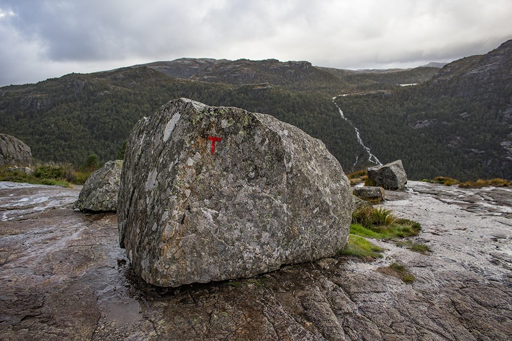 Preikestolen hike | The red 'T' letter